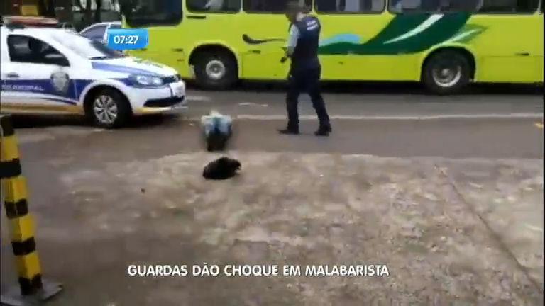 Guardas municipais de Foz do Iguaçu (PR) dão choques em ...