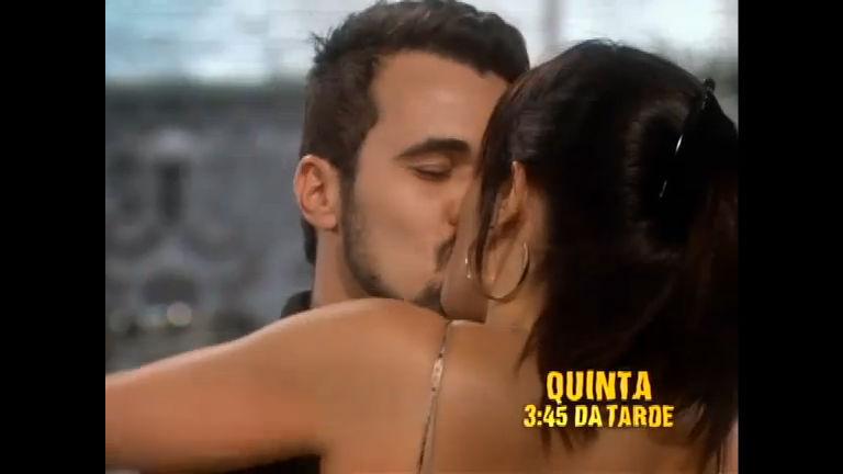 Ivonete não resiste e beija Tomás