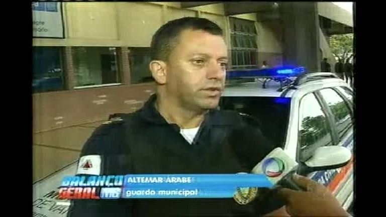 Guardas são ameaçados ao tentarem separar briga de moradores de rua