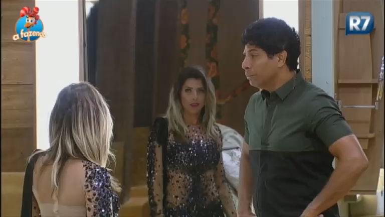Luka imita cara que Ana Paula faz quando termina de se arrumar ...