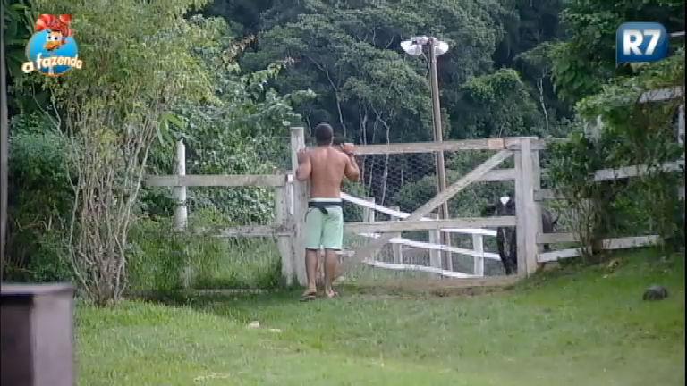 Vaquinha está carente! Douglas Sampaio conversa com a amiga - A ...