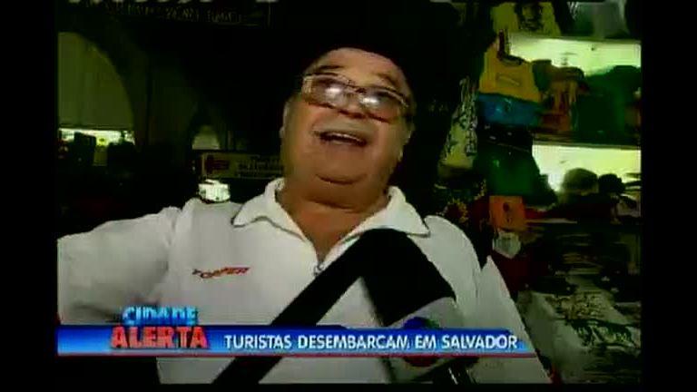 Turistas desembarcam em Salvador