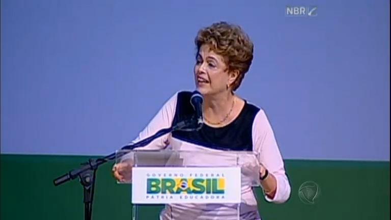Em discurso, Dilma diz que impeachment é atalho para chegar à Presidência