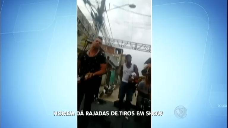 Rapaz invade palco e interrompe show da banda Pique Novo a tiros