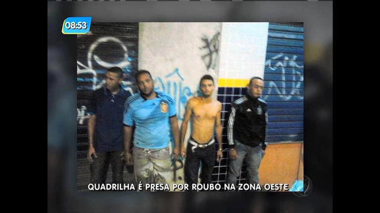 Quatro suspeitos são presos usando máscaras para assaltar na ...
