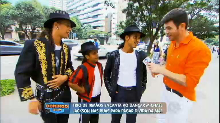 """Irmãos """"Michael Jackson"""" encaram desafio no palco para quitar ..."""