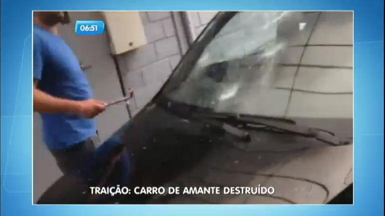 Homem destrói carro ao flagrar traição de esposa com melhor ...