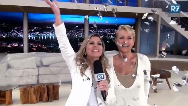 Exclusivo R7: Xuxa fala sobre look e preparativos para o Réveillon ...