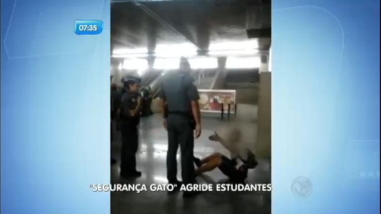 """Flagrante: """" segurança gato"""" do metrô agride estudante - Notícias ..."""