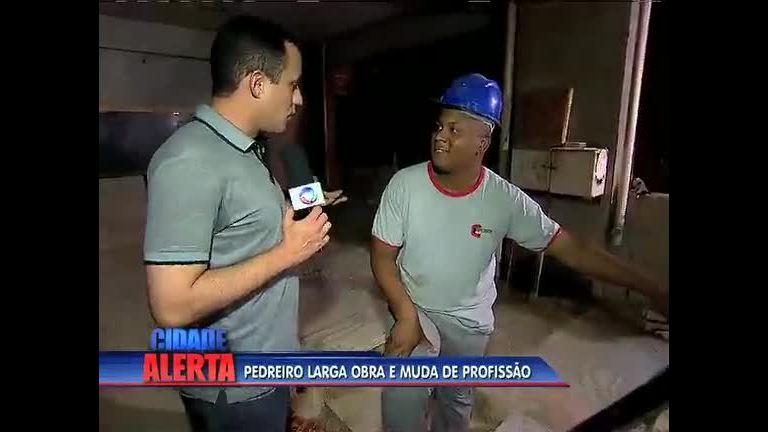 """Homem abandona vida de pedreiro e vira """"Mc Fuga"""" - Rio de ..."""