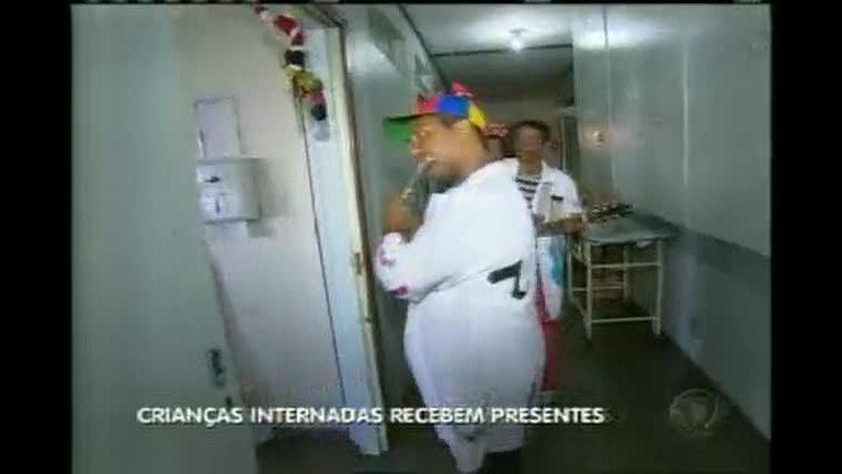 Crianças internadas em hospital recebem presentes - Minas Gerais ...