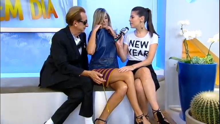 6c41eb2a4 Ticiane confere a calcinha que está vestida durante o Intervalo - RecordTV  - R7 Hoje em Dia