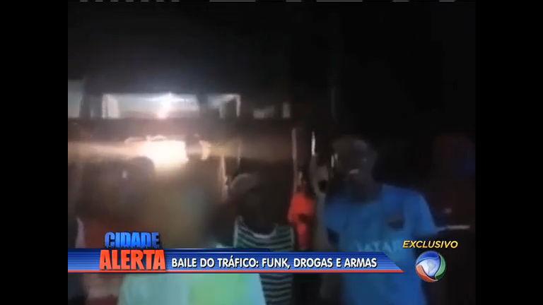 Traficantes exibem armas de grosso calibre em baile funk na ...