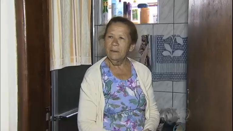 Idosa passa dois dias trancada no banheiro de casa em São Roque ...
