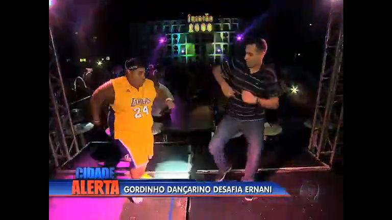 Repórter Ernani Alves aceita desafio e dança funk com gordinho da ...