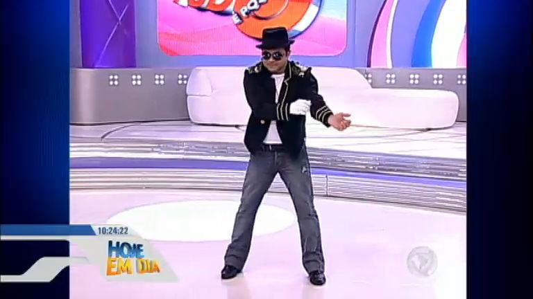 Shaolin arranca gargalhadas do público ao imitar Michael Jackson ...