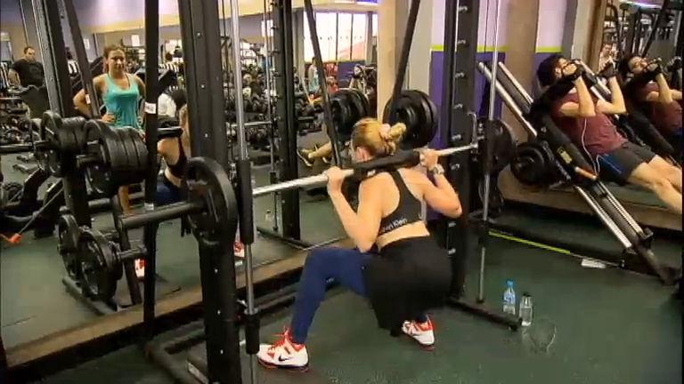 Fazer um exercício de forma errada na academia pode gerar ...