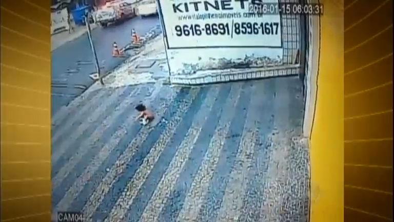 Criança de um ano sobrevive após cair do terceiro andar de prédio ...