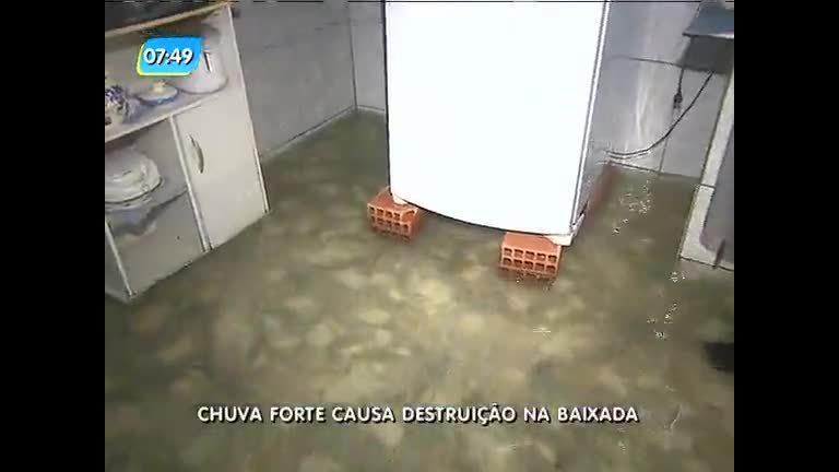 Chuva invade casas e destrói eletrodomésticos na baixada - Rio de ...