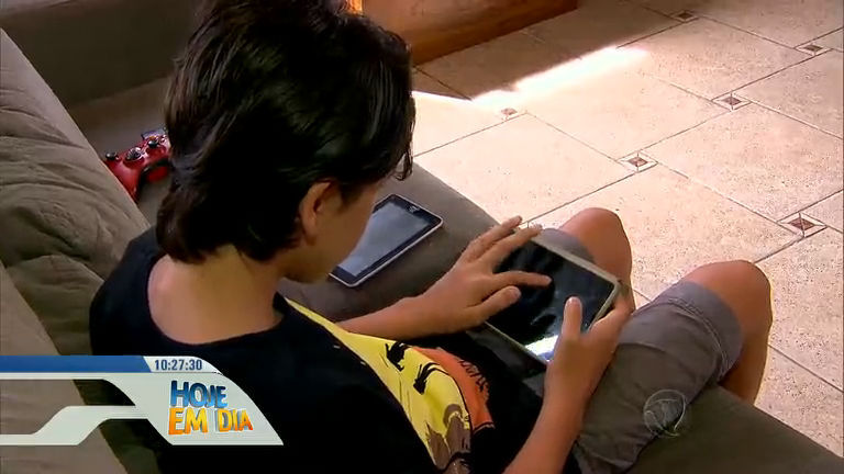 Alerta: uso exagerado do celular pode provocar danos à saúde ...