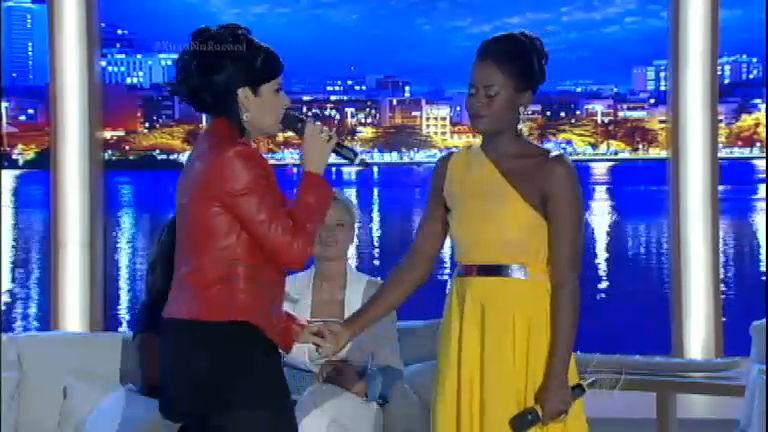 Fernanda Brum surpreende manicure e canta no Xuxa Meneghel ...