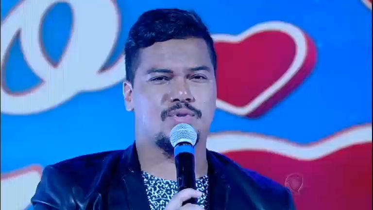 Sorriso Maroto canta seus sucessos no palco de Rodrigo Faro ...