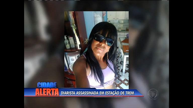 Mulher é morta a facadas em estação de trem de Japeri - Rio de ...