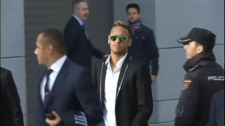 Justiça rejeita denúncia contra Neymar por acusações de falsidade ...