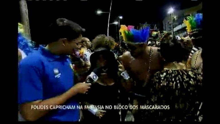 Foliões capricham na fantasia no bloco dos mascarados no Circuito ...