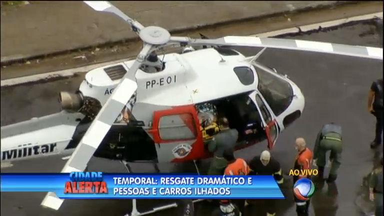 Após temporal, helicóptero da Record acompanha resgate dramático