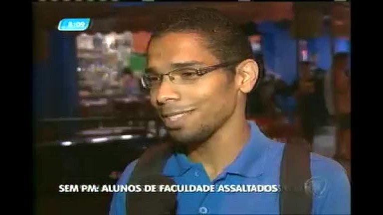 Alunos reclamam de onda de assaltos no entorno da PUC São ...
