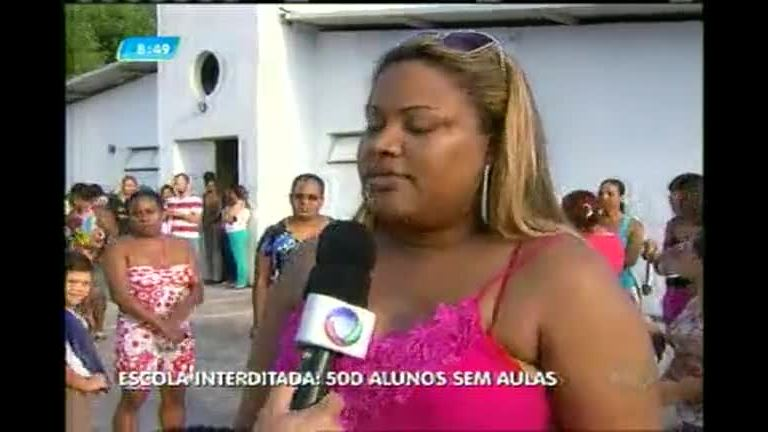 Escola é interditada e alunos ficam sem aulas em Ribeirão das Neves