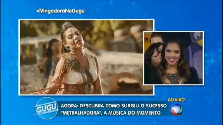 Vocalista da banda Vingadora se emociona com surpresa do Gugu ...