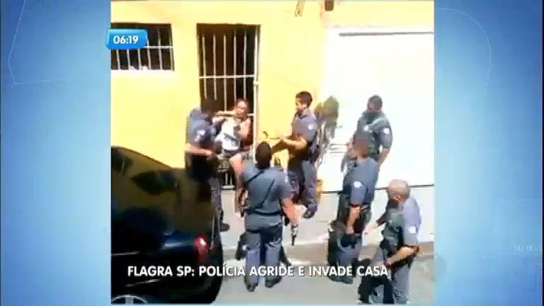 Flagra: PMs agridem mulher e invadem casa sem mandado judicial ...