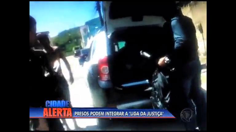 """Suspeitos de integrarem milícia """"Liga da Justiça"""" são presos na ..."""