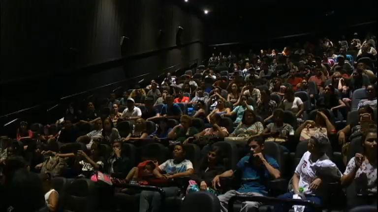 Presos do regime semiaberto do Amazonas assistem ao filme de Os ...