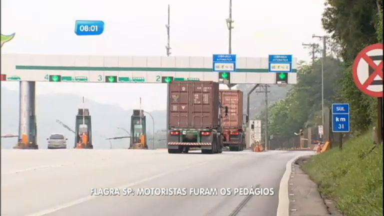 Flagra: caminhoneiros furam pedágio no sistema Anchieta-Imigrantes