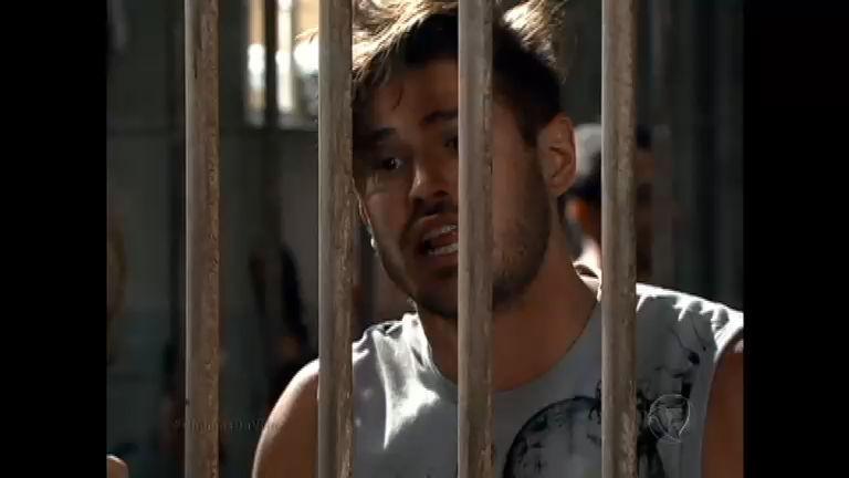 Antônio fica desesperado na prisão - Rede Record