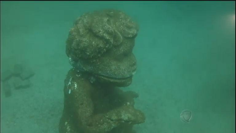 Estátuas do fundo do mar intrigam e atraem mergulhadores no ...