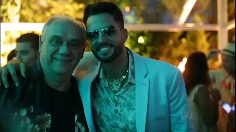 Latino comemora aniversário e reúne celebridades em festa ...