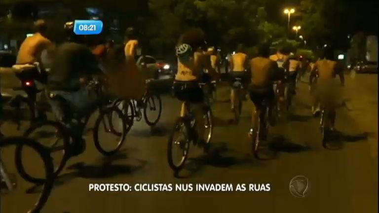 Ciclistas passeiam nus em protestos nas capitais brasileiras ...