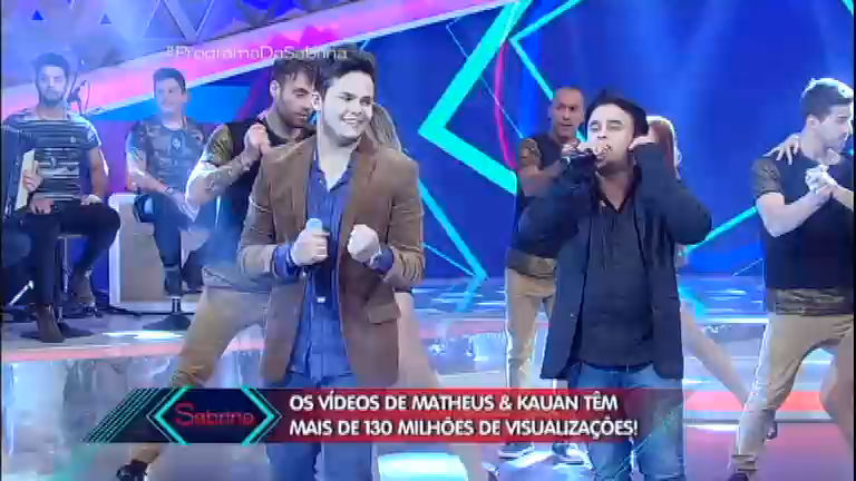 Matheus e Kauan cantam Que Sorte A Nossa no palco do Programa ...