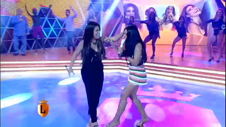 Simone e Simaria cantam no palco do Legendários ...