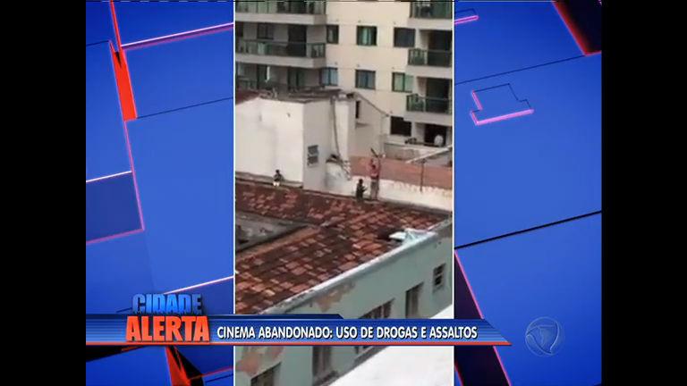 Terreno do antigo cine Icaraí é usado para cometer assaltos em Niterói
