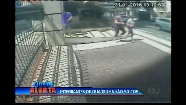 Integrantes de quadrilha são soltas - Bahia - R7 Cidade Alerta BA
