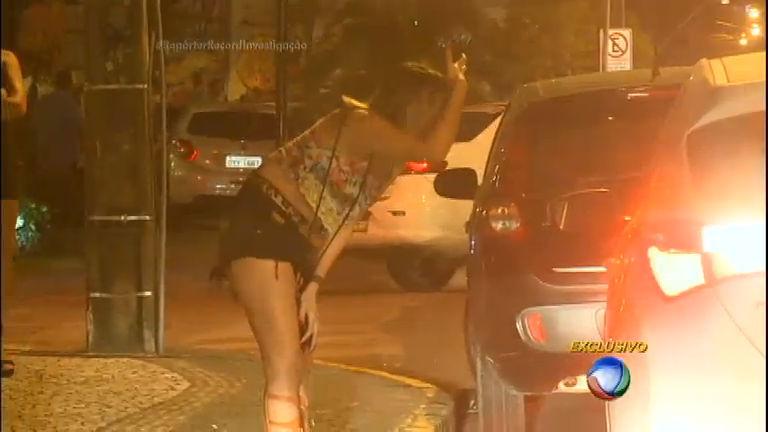 Mulheres do Mangue: jovens vendem o corpo por R$ 5,00 para ...
