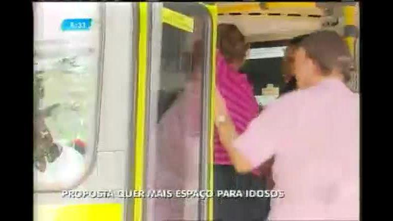 Idosos sofrem com o serviço precário no transporte público em BH