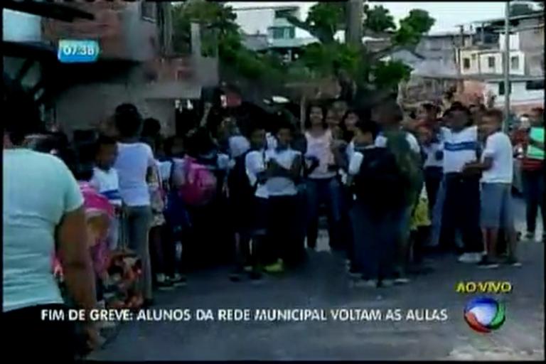 Fim de Greve: alunos da rede Municipal volta as aulas - Bahia - R7 ...