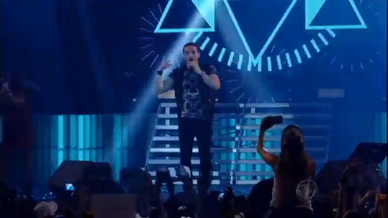 Em meio a crise, cantores sertanejos faturam milhões em shows por ...