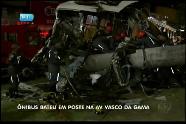 Polícia investiga acidente de ônibus na Vasco da Gama